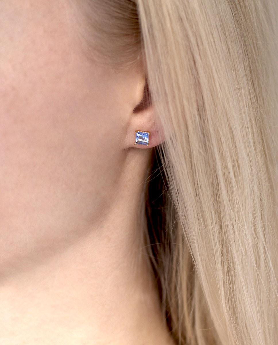 Goldener Ohrstecker eckig blau Maria klein am Ohr