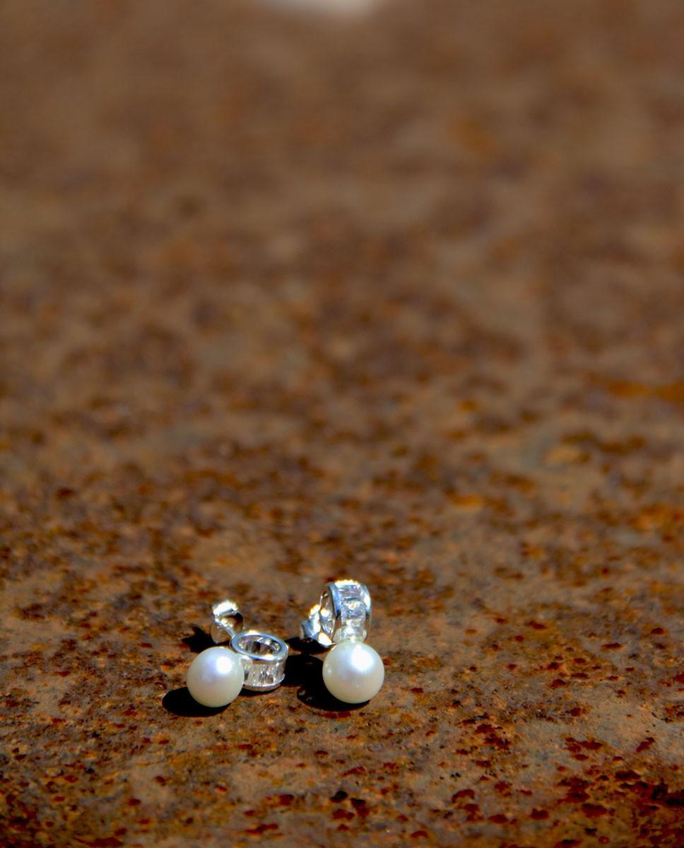 Ohrstecker Claire Silber weiß Perle einer stehend einer liegend