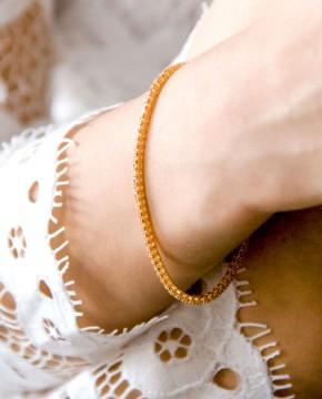 Goldenes Armband champagner Florence von vorne am Arm