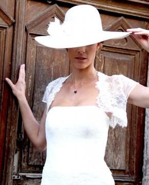 """Goldene Kette mit Anhänger blau Amalia mit Brautkleid """"Etwas Blaues für die Braut"""""""