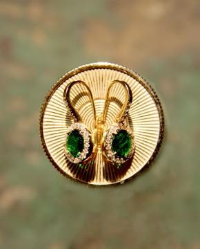 Goldene Ohrringe grün Victoria liegend