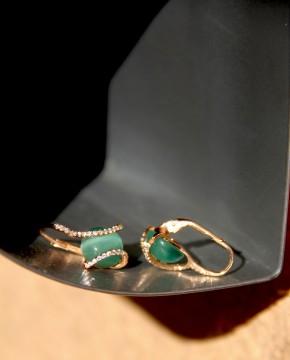 Rose Ohrringe blau grün Mia liegend seitlich