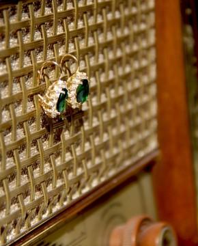 Ohrringe Sissi gelbgold smaragd grün hängend seitlich