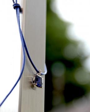 Sterling Silber Kettenanhänger blau am blauen Lederband