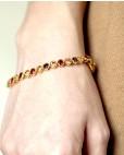 Madeleine - goldenes Armband rot braun champagner am Handgelenk