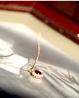Vergoldete Kette mit Anhänger in rot Sissi liegend seitlich