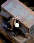 Ohrhänger Catalina gold weiß Perle hinten seitlich