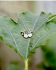 Ohrringe Letizia gelbgold smaragd grün Perle auf Blatt liegend