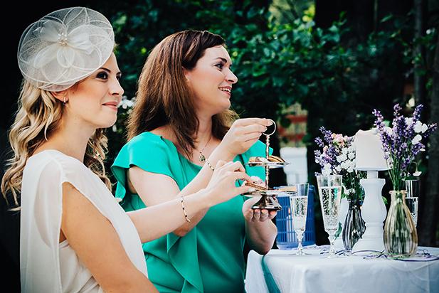 Braut mit Ihren Gästen